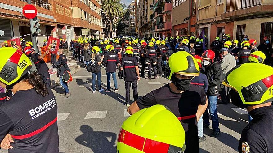 Protesta masiva de bomberos