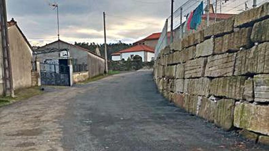 Vecinos de Berredo valoran el retranqueo del muro de la iglesia