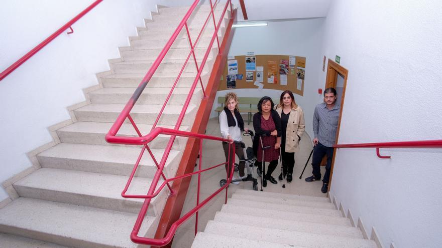 Denuncian la falta de accesibilidad en la Escuela de Idiomas de Elda