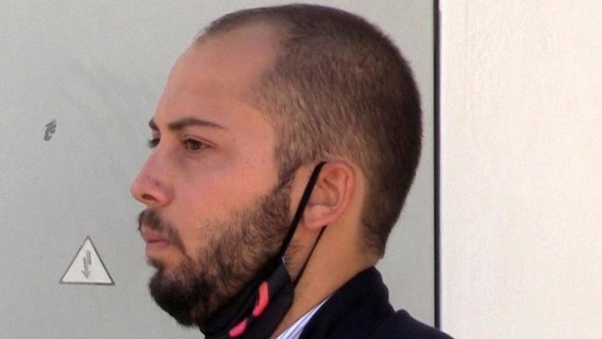 Descubren a José Antonio Avilés llegando a la clínica para su injerto capilar