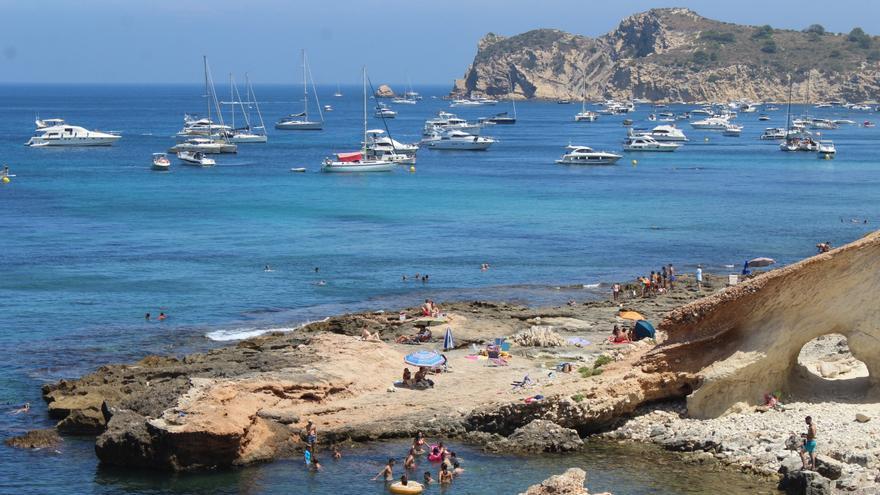 La Cala Blanca y la Sardinera de Xàbia permanecerán balizadas todo el año