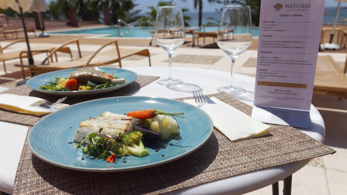 En el restaurante Natural, de Palasiet, cuentan en su carta con platos marcados con la L de ligeros, idóneos para una dieta sana. Y también otros con la V de veganos.