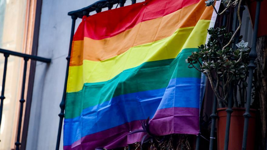 Ben Amics mantiene la concentración contra la LGTBIfobia