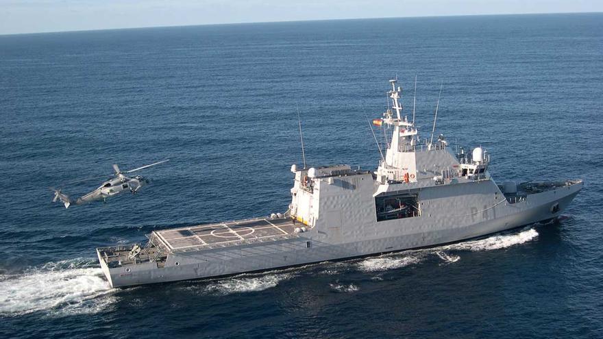 El 'Meteoro' de la Armada vigila  las aguas del Archipiélago hasta final de mes