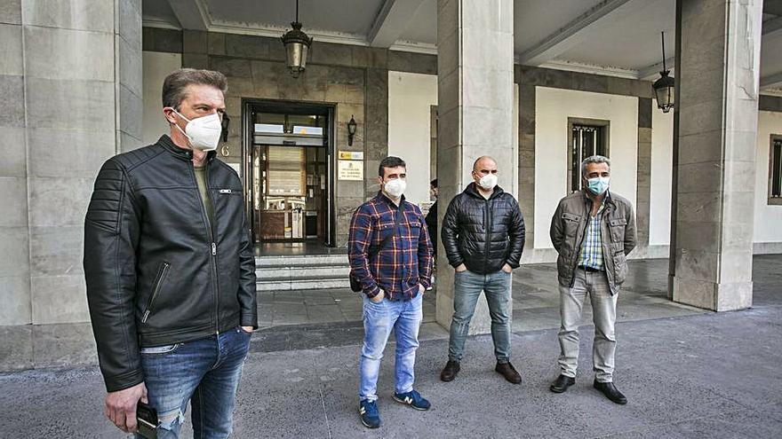 """El comité de Alu Ibérica, al Gobierno: """"El partido se juega en Avilés, no en Lugo"""""""