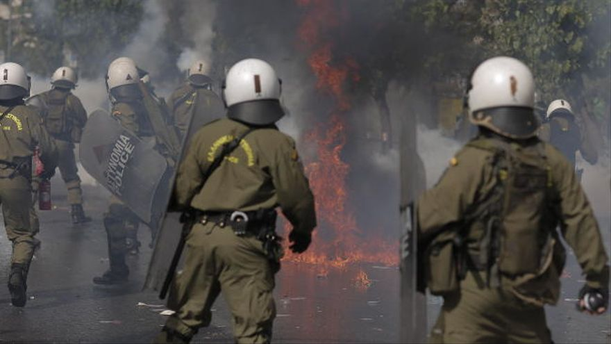 """La justicia griega declara """"organización criminal"""" al partido ultra Amanecer Dorado"""