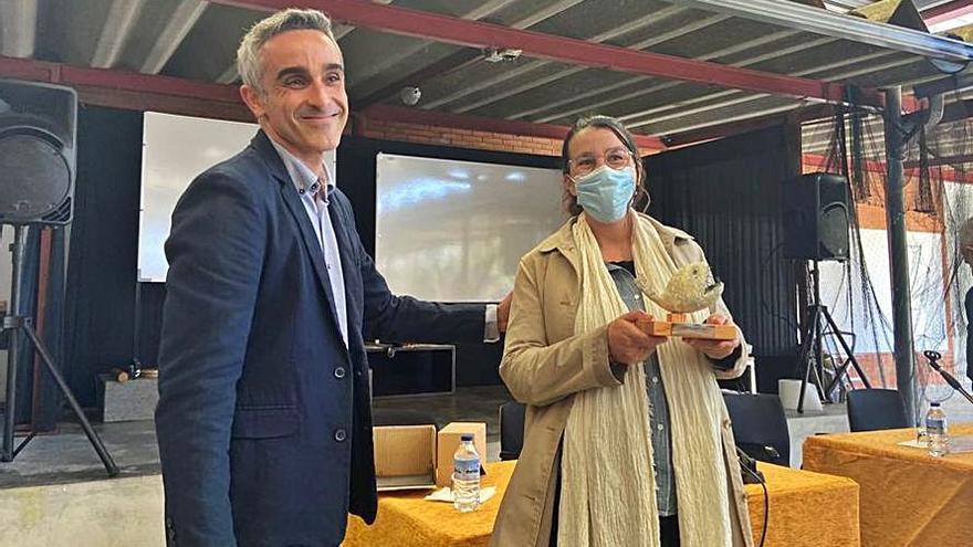 La investigadora nigranesa Elena Ojea recoge el Premio Muller Científica del IES Val Miñor