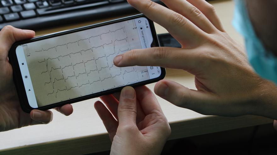 Creen una aplicació mòbil per millorar la coordinació i el temps de resposta en el tractament d'infarts