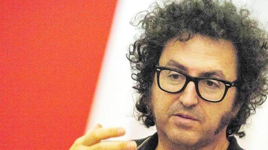"""Daniel G. Andújar: """"En el postcapitalismo nos hemos convertido  en vigilados  y vigilantes"""""""