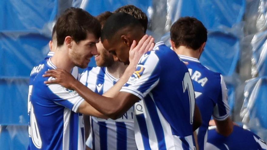 La Real Sociedad recupera la sonrisa y el gol ante el Cádiz