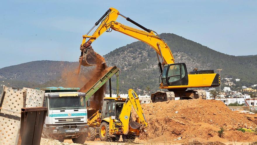 Sant Josep exige un permiso para que se retire la tierra de la autovía por mandato judicial