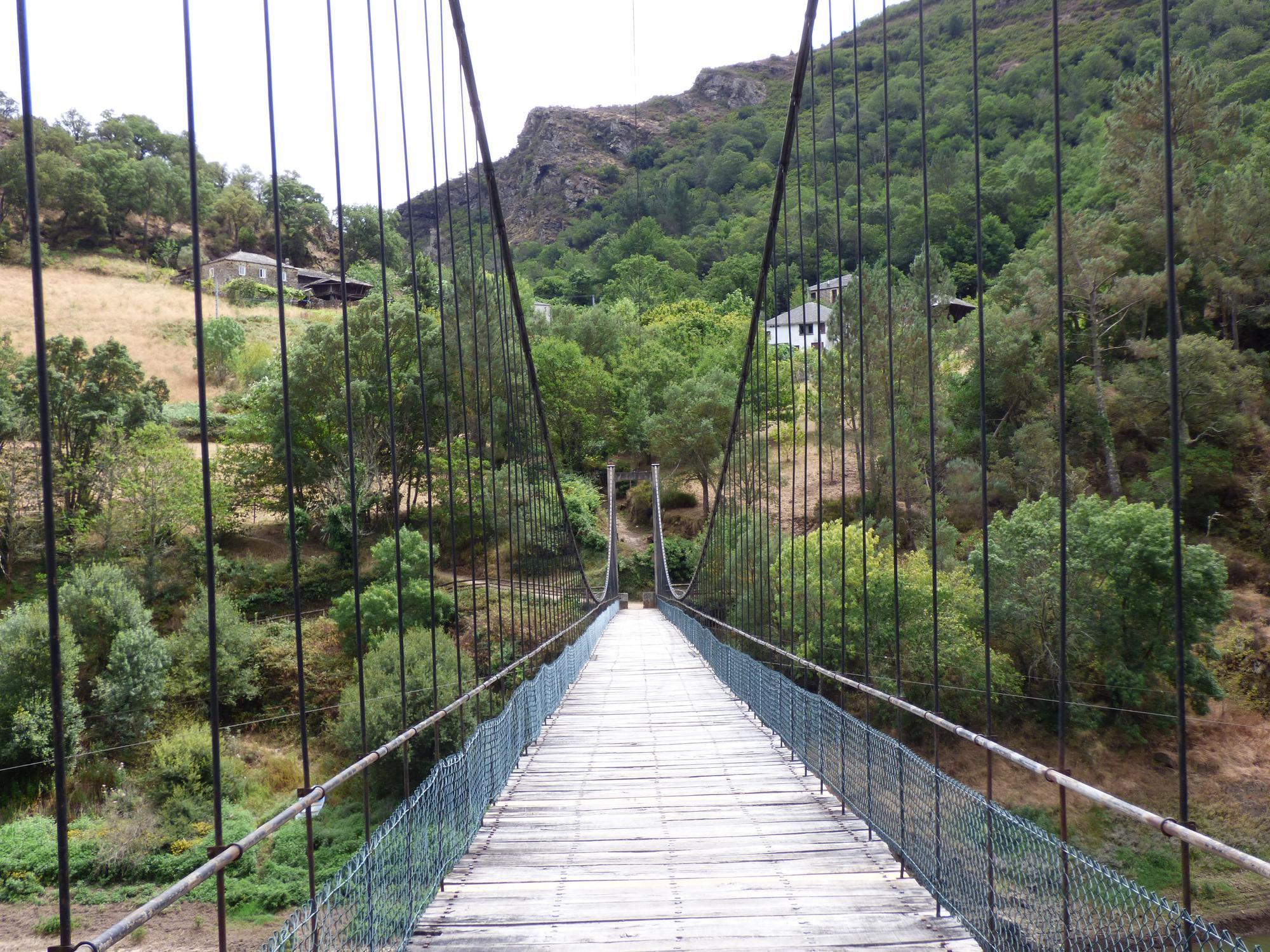 Pueblos guapos de Asturias: Riodeporcos (Ibias), al que se llega cruzando un puente