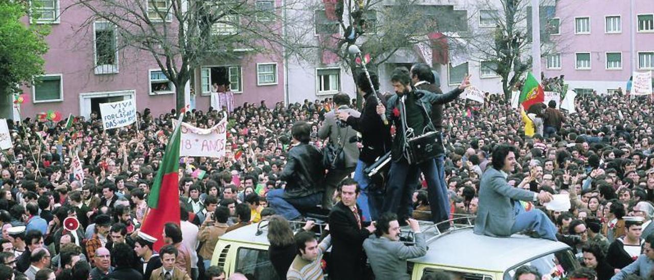 Momento recogido en la capital portuguesa el 26 de abril de 1974.