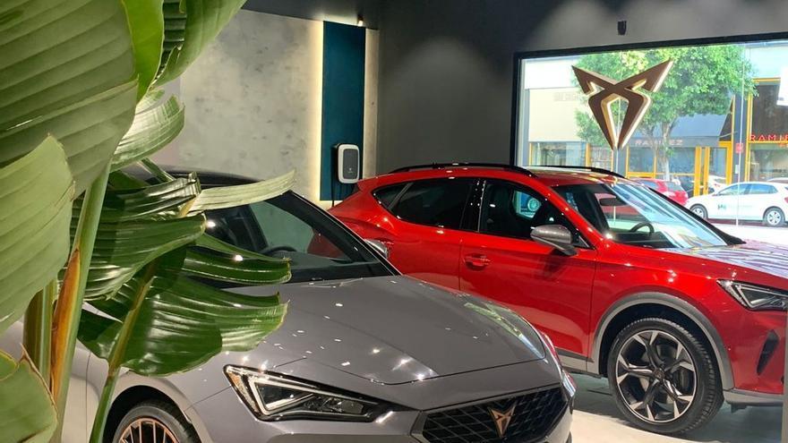 J.R. Valle abre el primer CUPRA Garage en Valencia