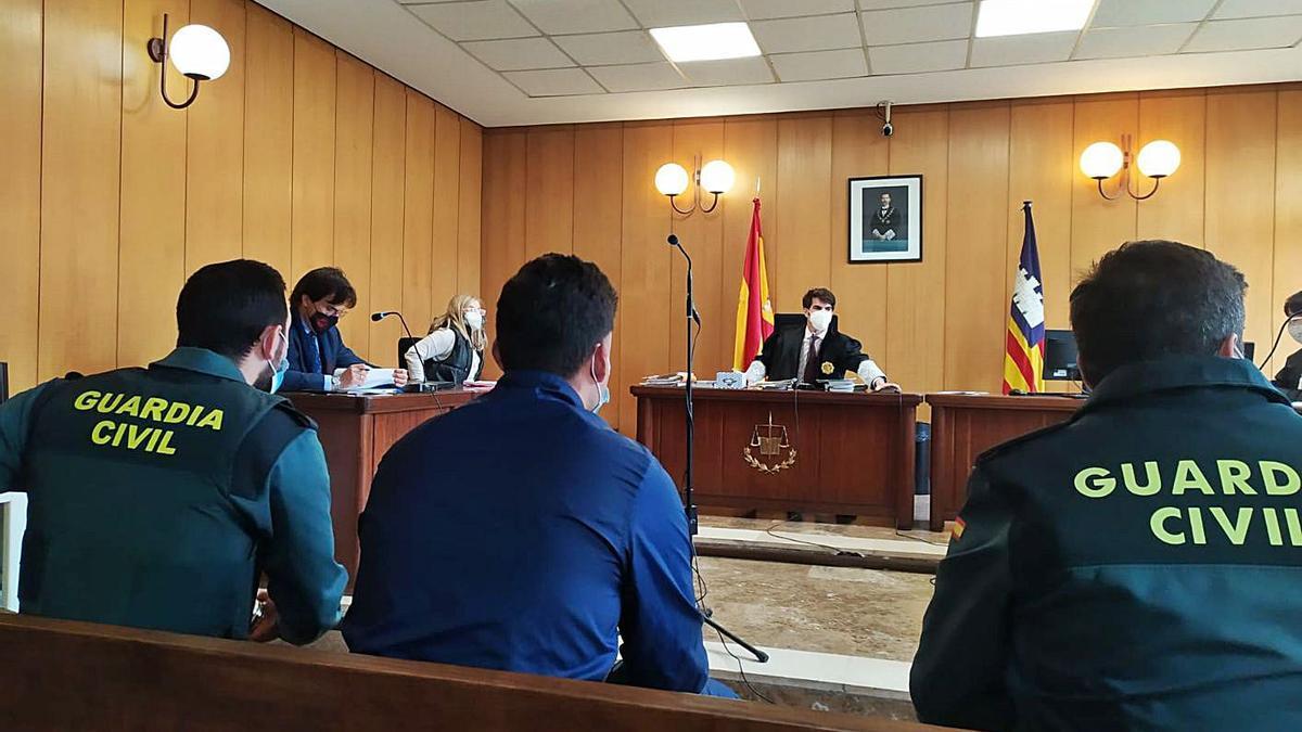 Uno de los acusados, ayer durante la vista celebrada en un juzgado de lo penal de Palma.