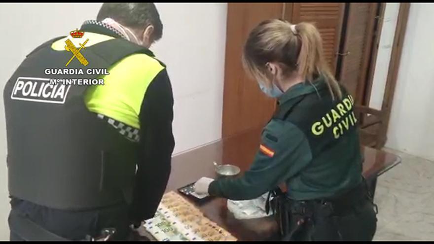 Cuatro arrestados con cien gramos de cocaína en un control de vehículos en Mutxamel