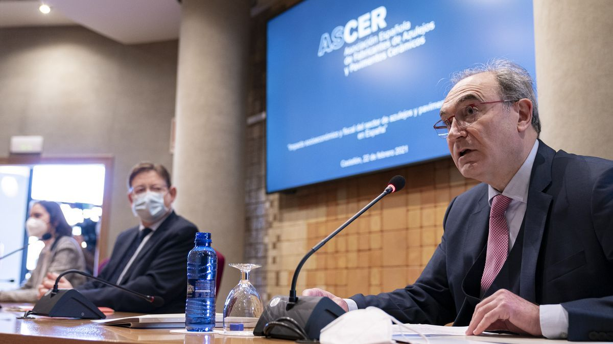 El presidente de Ascer, Vicente Nomdedeu, durante la presentación del estudio sobre el impacto económico del clúster cerámico de Castellón.