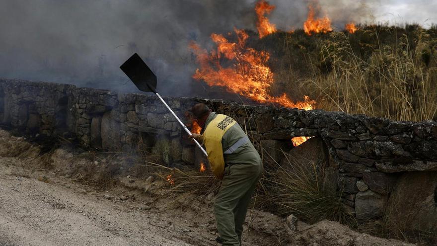Declarado de nivel 1 el incendio en Carbajosa de Alba, en Zamora