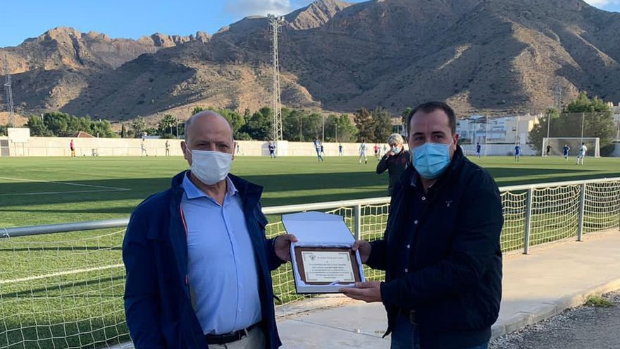 El Elche agradece al Ayuntamiento de Cox la cesión de su campo de fútbol