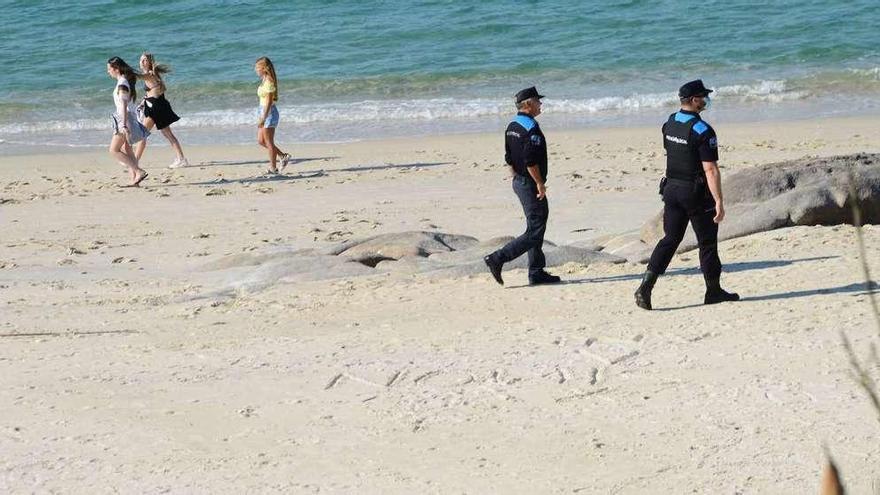 Los alcaldes califican de ocurrencia la idea de la Xunta de acudir a las playas con cita previa