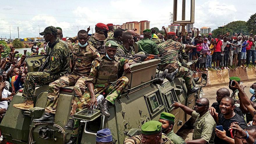 El golpe militar en Guinea-Conakri frustra el retorno de la flota gallega a su caladero