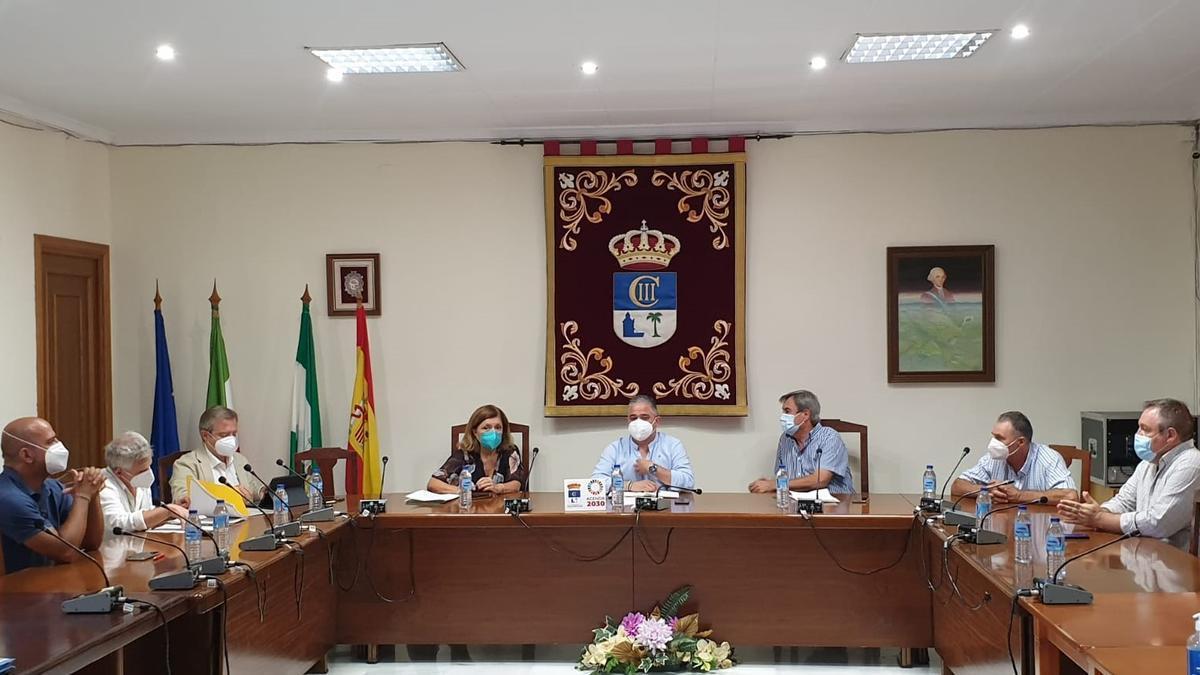 Reunión de la delegada de salud con alcaldes y pedáneos de la Colonia.