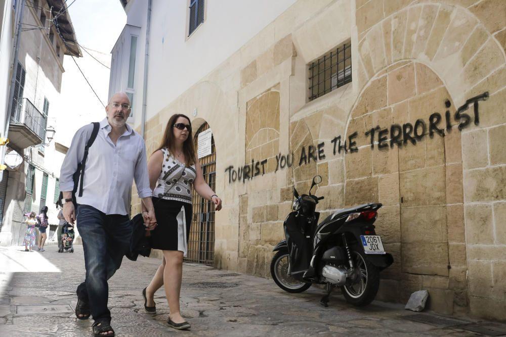 Graffiti gegen Touristen in Palma.