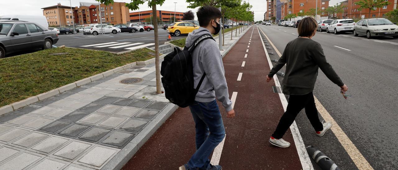 Uno de los carriles bici ya construidos en Lugones.