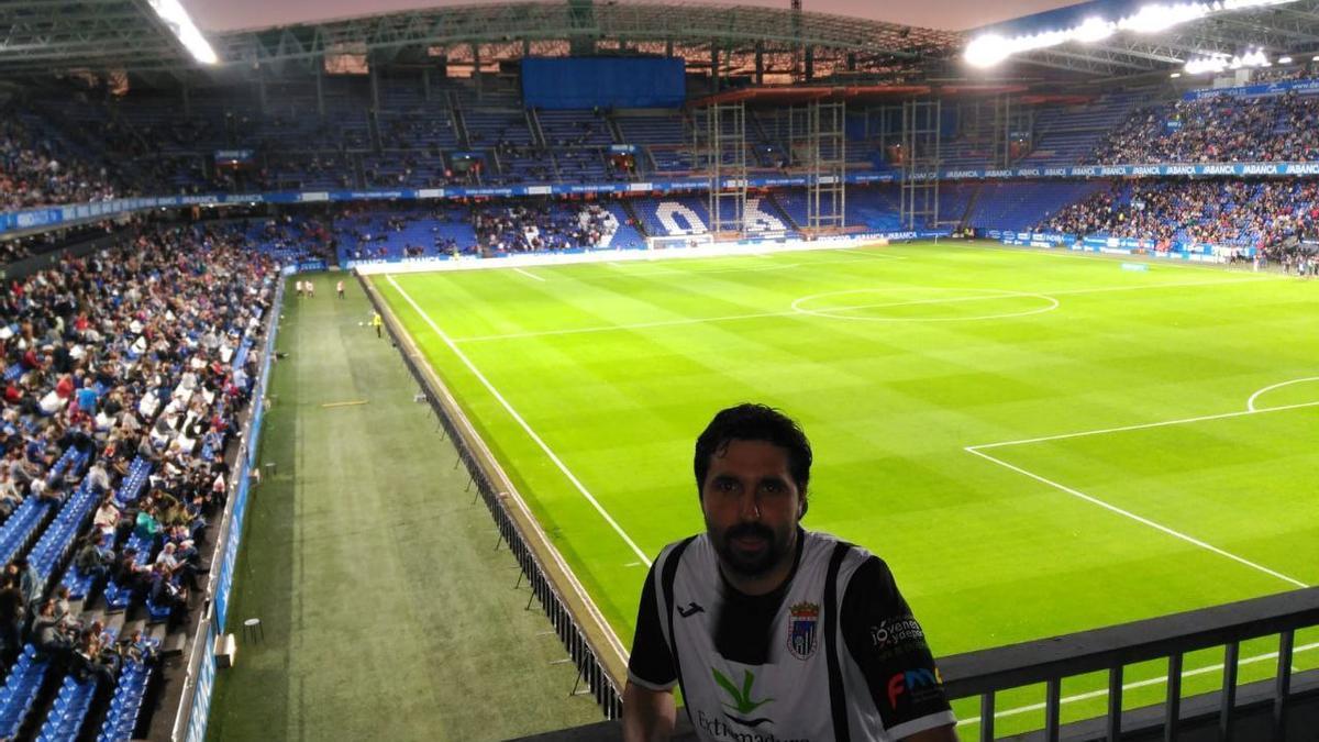 Gonzalo Deus, con la camiseta del Badajoz en Riazor.