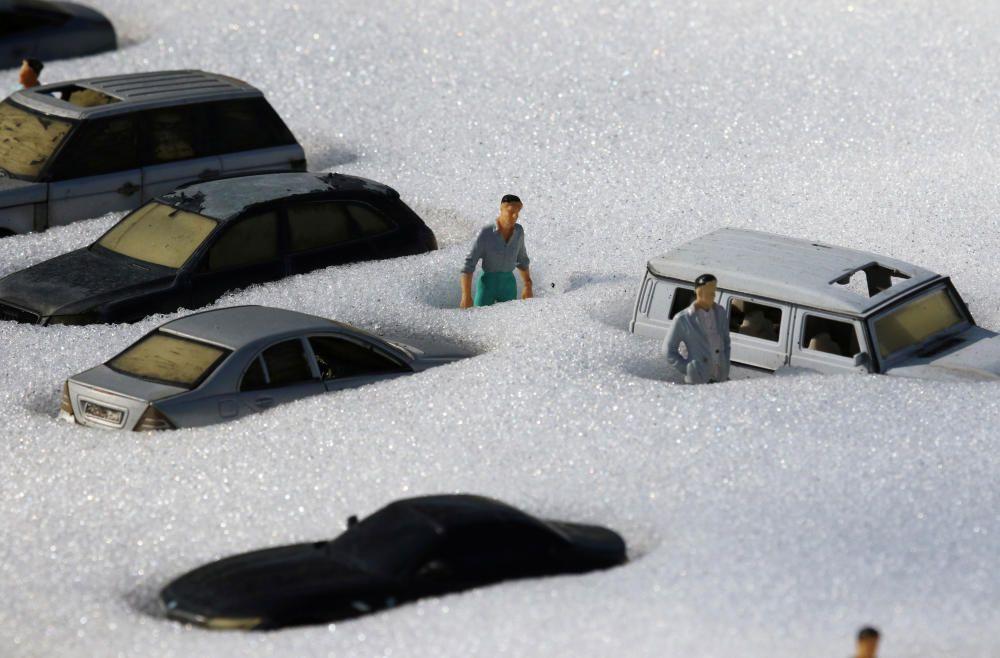 Figuras cubiertas de nieve en Crimea.