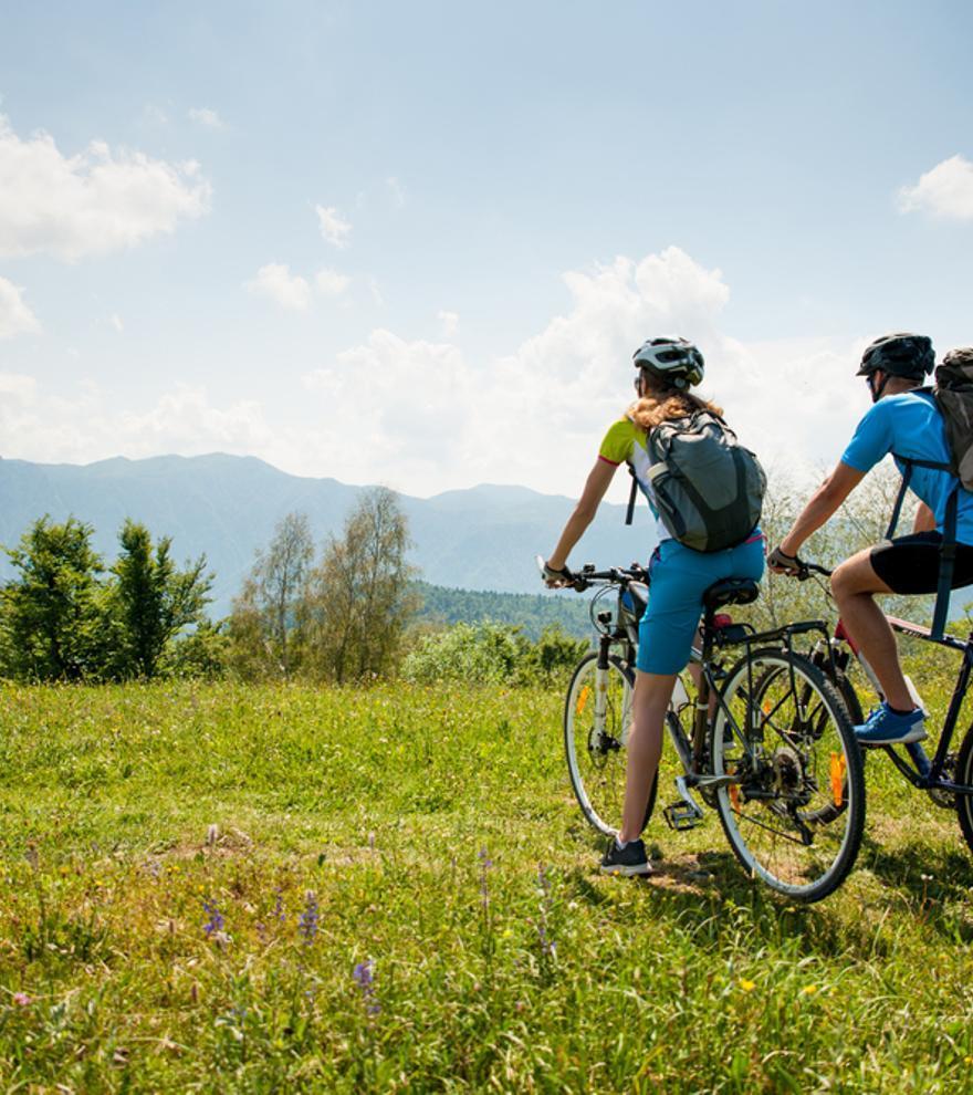 Las mejores rutas y consejos para disfrutar de unas vacaciones en bicicleta