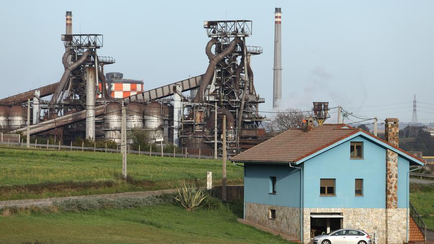 """Arcelor descarta paradas en Asturias por la luz y sus talleres funcionan """"a tope"""""""