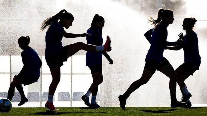 Sombras en la Liga femenina de fútbol: del 'boom' a casi el olvido