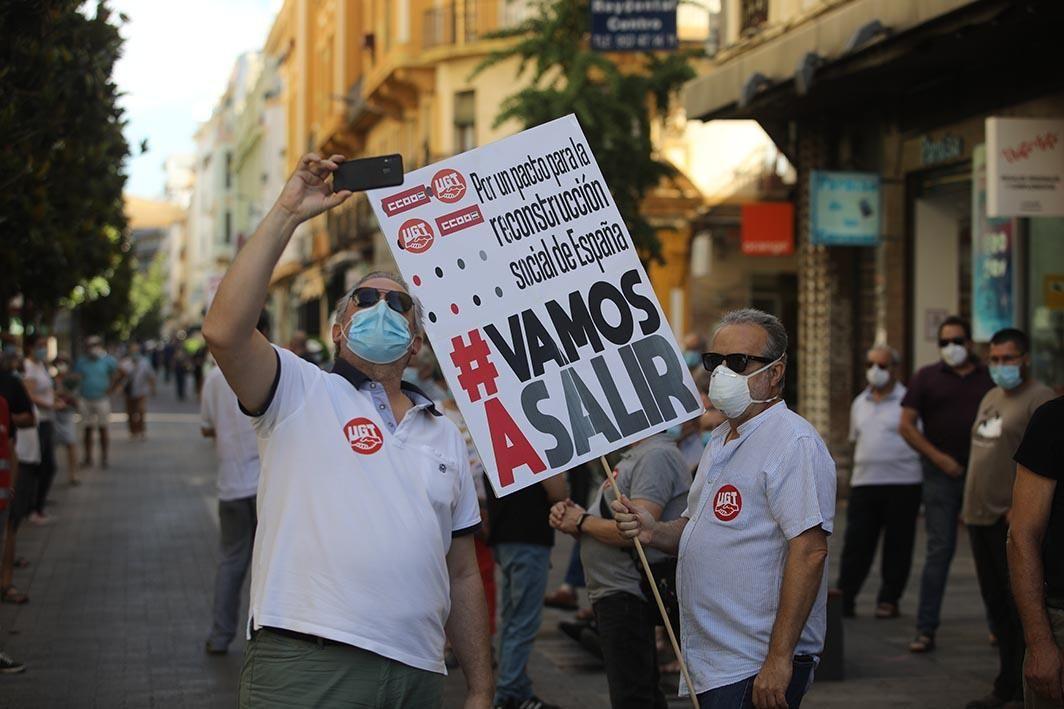 Concentración por un pacto para la reconstrucción social de España