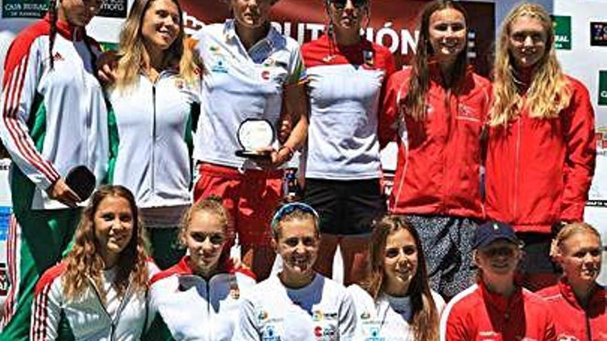Eva Barrios, con la selección española en el podio de Sanabria.