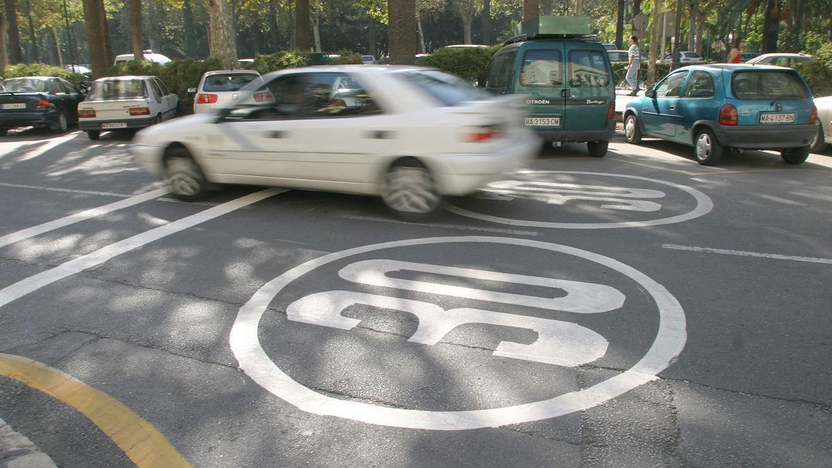 Una calle de la capital rotulada ya a 30 km/h.
