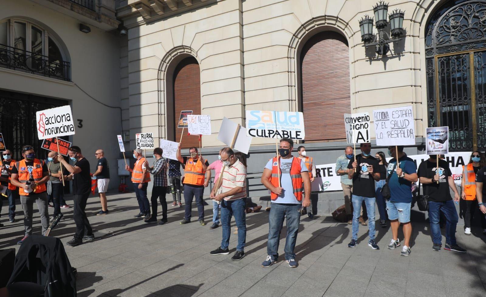 Protesta de los trabajadores del transporte sanitario aragonés