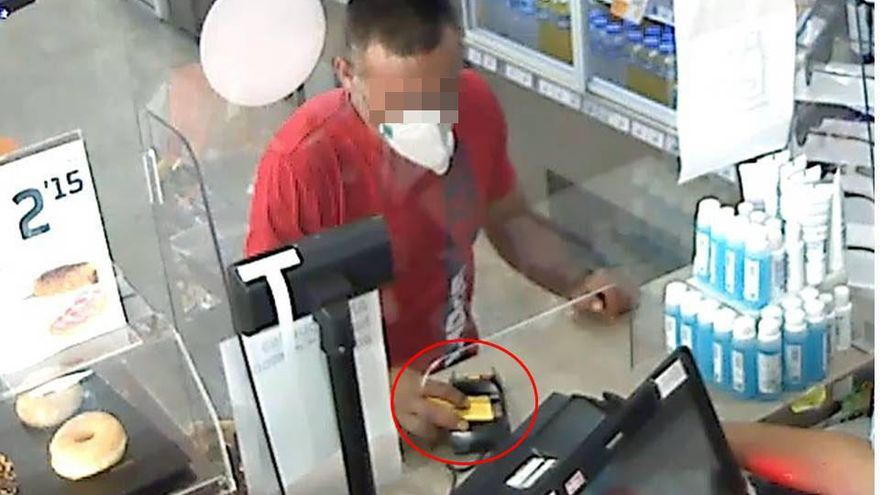 Arrestado por robar televisores en cuatro casas de La Vila y tarjetas que usó para comprar en comercios