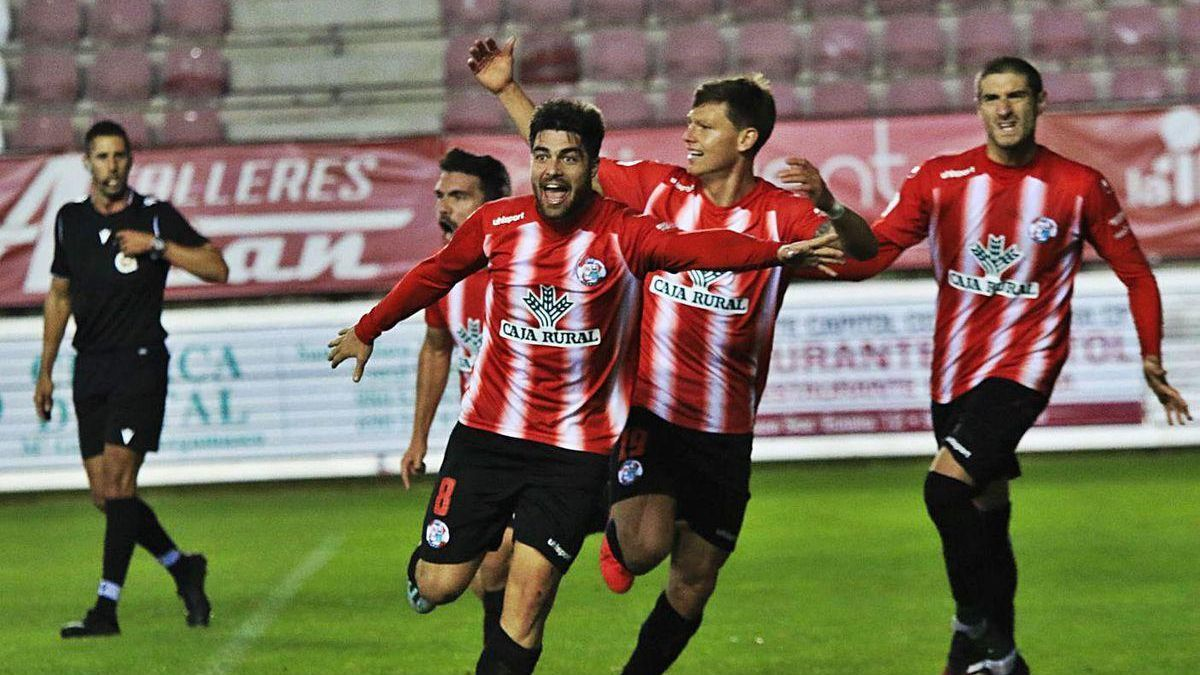 Los jugadores del Zamora celebran uno de los goles el pasado domingo contra el Guijuelo.