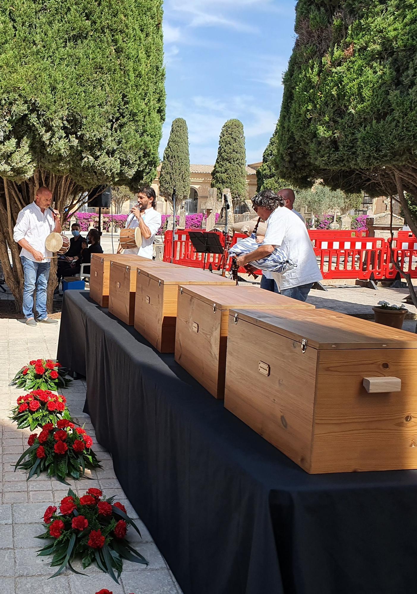 El Govern entrega los restos de cinco víctimas de Son Coletes a sus familiares