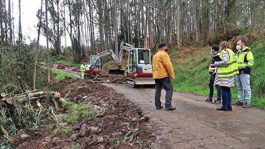 Llanera pone en marcha las obras de reparación de caminos en Ferroñes y Arlós
