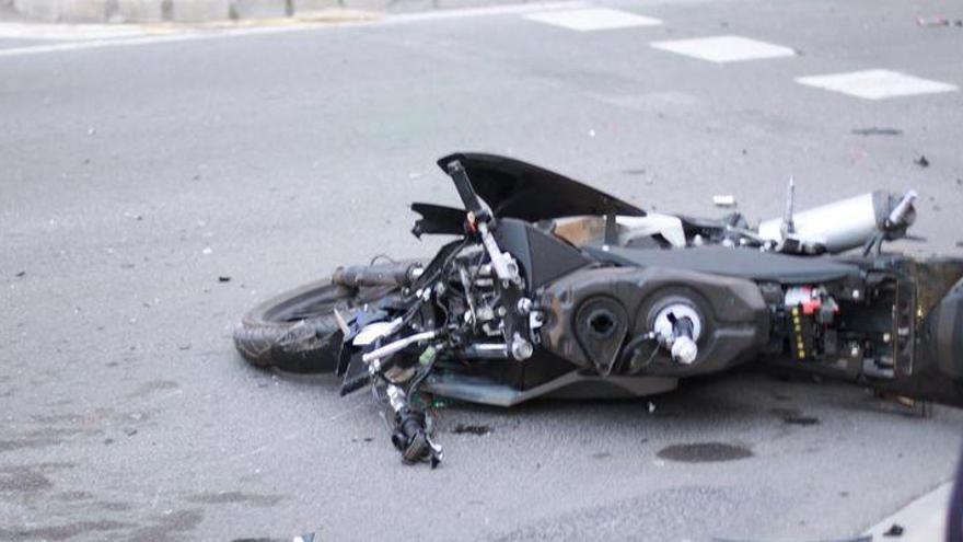 Trasladado al hospital un motorista al estamparse contra una pared en Castelló