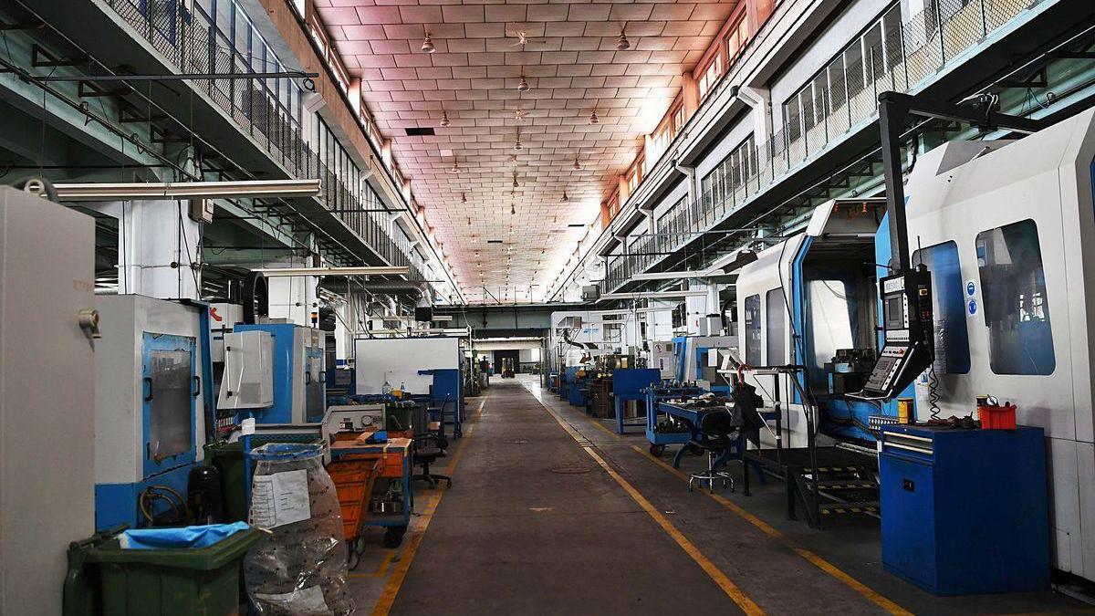 Interior de una de las antiguas naves de la fábrica de armas, que serán reformadas para albergar la Ciudad de las TIC.