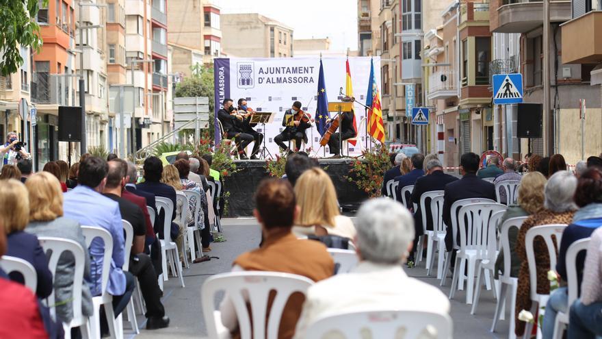 Todas las fotos del homenaje de Almassora a las víctimas del covid y los trabajadores esenciales de la pandemia