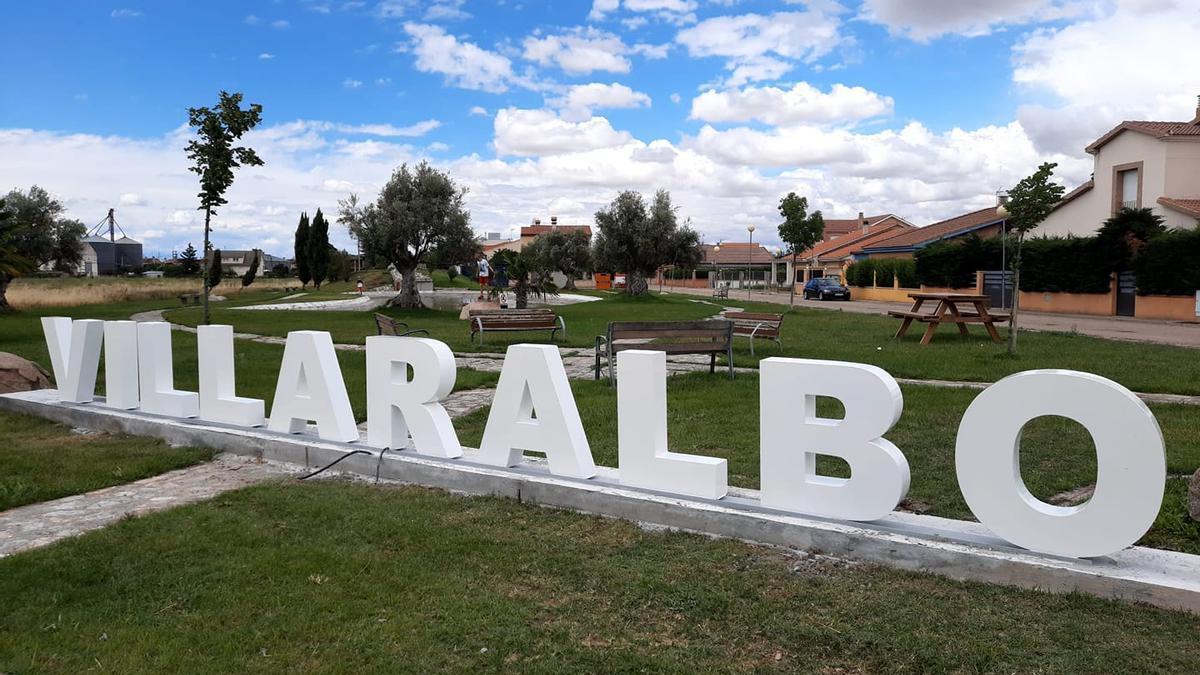 Letrero del municipio instalado en la circunvalación del municipio