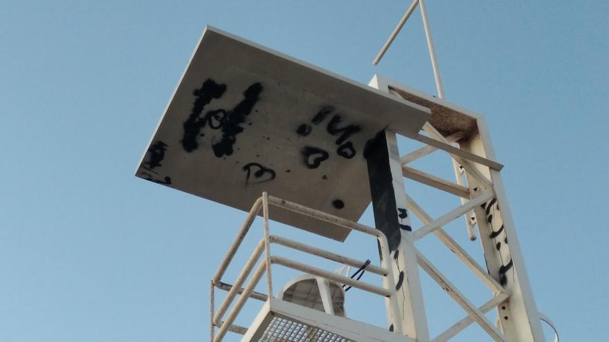 El vandalismo se sube a la torre de vigilancia de la playa de Xàbia