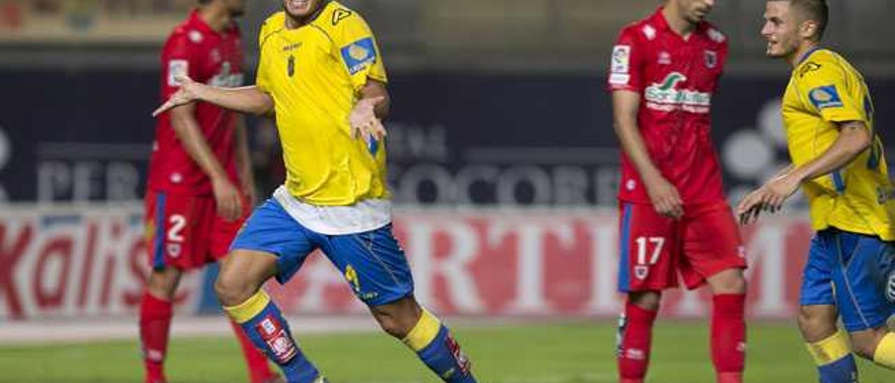 El delantero de Guanarteme Asdrúbal Padrón celebra su tanto en Copa al Numancia en el Gran Canaria.