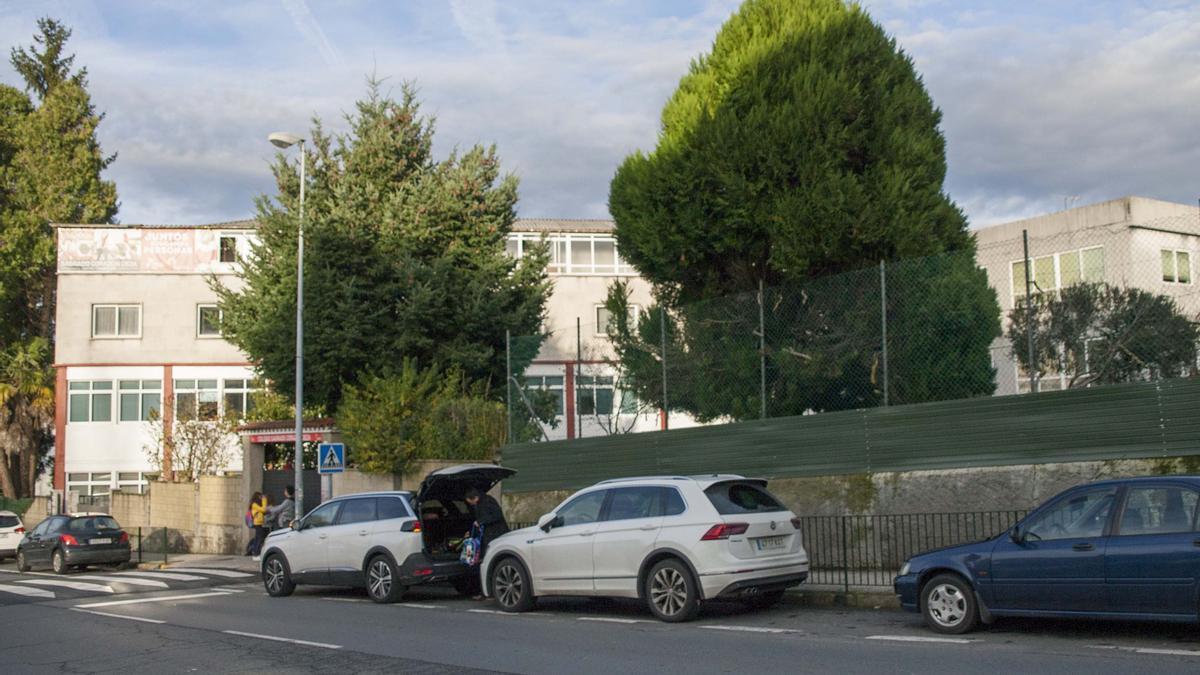 Vista exterior del colegio Sagrado Corazón do Deza