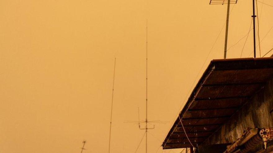 Por qué el cielo se ha tornado amarillo de repente sobre València