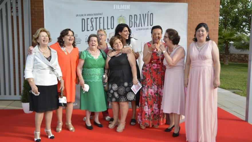Las imágenes del preestreno en Hornachos de la película 'Destello bravío' de la extremeña Ainhoa Rodríguez
